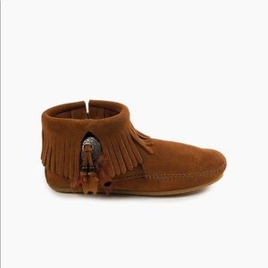 Minnetonka Concho Feather Boot 9.5